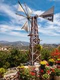 Jardín Mountain View del molino de viento en Creta, Grecia Foto de archivo libre de regalías