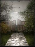 Jardín olvidado de la puerta Fotografía de archivo libre de regalías