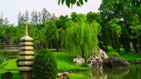 Jardín ornamental, un lugar perfecto por un día de fiesta Imágenes de archivo libres de regalías