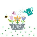 Jardín precioso con las flores y la regadera imagenes de archivo