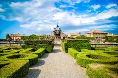 Jardín simétrico Bagnaia - chalet Lante de Viterbo adentro - diseño italiano del arbusto del seto del parterre de Italia fotos de archivo