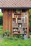 Jardín vertido con el hotel del insecto Foto de archivo libre de regalías