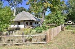 Jardín viejo de la cerca de la pared Foto de archivo