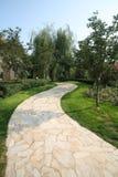 Jardín y camino hermosos Foto de archivo