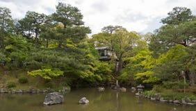 Jardín y charca japoneses Imagen de archivo