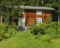 Jardín y choza en el área cultural Gallejaur de la reserva en Norrbotten, Suecia Fotos de archivo