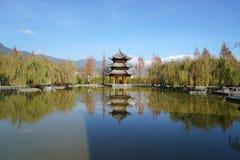 Jardín y Jade Dragon Snow Mountain Imagen de archivo