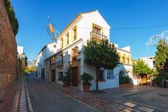 Jard z tradycyjną Andaluzyjską architekturą przy dziejową częścią miasteczko obraz stock