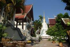 Jarda da corte do templo tailandês Fotos de Stock