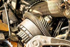 Jarda da sucata com peças do carro foto de stock
