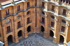 Jarda da universidade pontifical de Salamanca imagens de stock royalty free