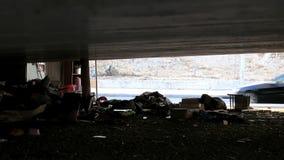 Jarda de Homeless', sob a ponte vídeos de arquivo