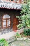 Jarda de uma pensão tradicional de Naxi Foto de Stock