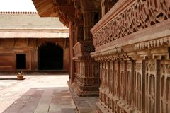 Jarda do templo no complexo India do templo de Fatehpur Sikri imagens de stock royalty free