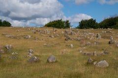 Jarda grave de Viking, Lindholm Hoeje, Alborgue, Dinamarca imagens de stock