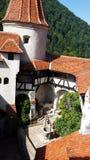 Jarda interior do castelo do farelo conhecido como o castelo do ` s de Dracula, Romênia fotos de stock royalty free