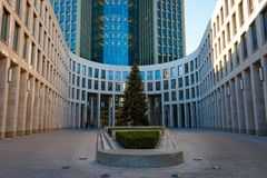 Jarda interna do prédio de escritórios de PricewaterhouseCoopers PWC Fotografia de Stock