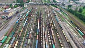 Jarda Railway com muitos linhas railway e trens de mercadorias, jarda marshalling de frete de trilho, estradas de ferro do russo filme