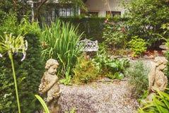 Jarda velha da cidade, jardim holandês da casa Imagem de Stock Royalty Free