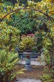Jarda velha da cidade, jardim holandês da casa Fotografia de Stock