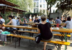Jardim ativo da cerveja de Berlim em um dia de verão muito quente em 2015 Imagens de Stock