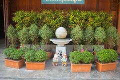 Jardim bonito - exterior home fotos de stock royalty free