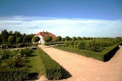 Jardim bonito no castelo de Rundale Fotos de Stock Royalty Free