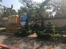Jardim bonito no templo de Wat Preah Prom Rath em Siem Reap, Camboja foto de stock royalty free