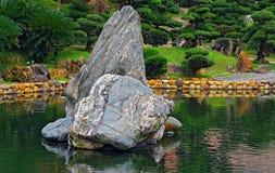 Jardim chinês do zen com rochas Imagens de Stock