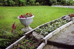 Jardim com ajardinar de pedra Imagem de Stock Royalty Free