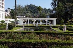 Jardim com as estátuas em Petropolis foto de stock royalty free