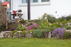 Jardim com flores em casa Fotografia de Stock