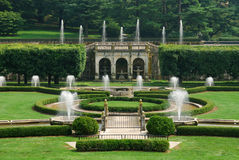 Jardim com fontes imagens de stock royalty free