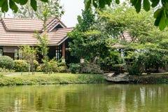 Jardim com lago Imagem de Stock