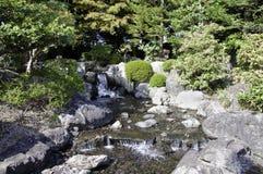 Jardim com a lagoa no estilo asiático Imagem de Stock Royalty Free