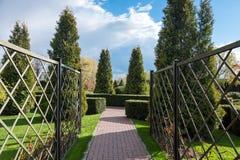 Jardim com paisagem do topiary Ajardinar no parque Imagem de Stock