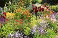 Jardim da casa de campo na grandes casa & jardins de Dixter no verão foto de stock