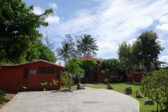 Jardim da frente da casa de praia de Waimanalo Imagens de Stock Royalty Free