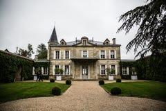 Jardim da mansão de Cheval Blanc do castelo, emilion de Saint, banco direito, Bordéus, França Imagem de Stock