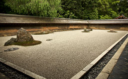Jardim de rocha Ryoanji - Kyoto, Japão Imagem de Stock Royalty Free