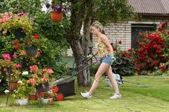 Jardim de sega da mulher Imagem de Stock