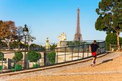 Jardim de Tuileries (DES Tuileries de Jardin) na manhã do verão, P Fotografia de Stock