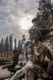 Jardim decorativo do castelo de Peles, Sinaia, Romênia Marco do carro Foto de Stock