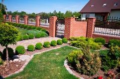 Jardim dianteiro da casa Fotos de Stock