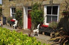 Jardim dianteiro inglês tradicional Cornualha, Inglaterra, Reino Unido Foto de Stock Royalty Free