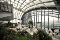 Jardim do céu em um arranha-céus na cidade de Londres, Inglaterra Imagem de Stock