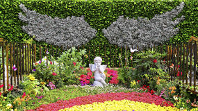 Jardim do outono com a estátua pequena do querubim Fotografia de Stock