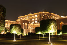 Jardim do palácio dos emirados na noite Fotografia de Stock
