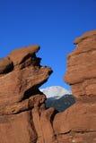 Jardim dos deuses com pico dos piques Fotografia de Stock Royalty Free