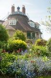 Jardim e casa de flores Fotos de Stock Royalty Free
